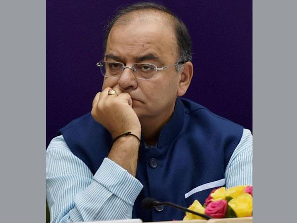 Congress slams Arun Jaitley over CAG