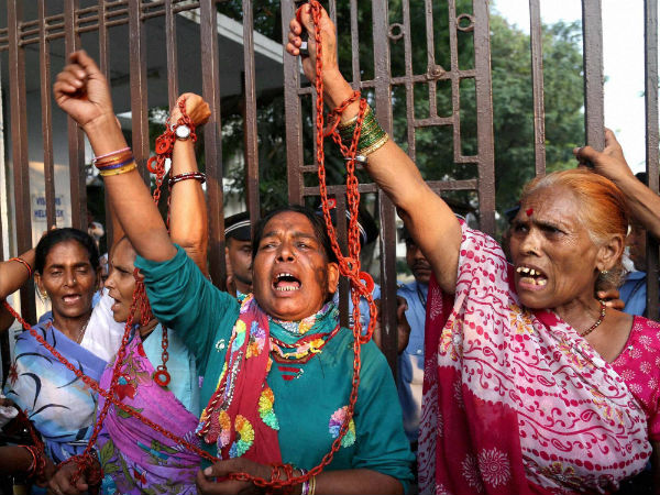 Mumbai : Bhopal gas tragedy victims protest outside Dow office in Mumbai on Thursday. (PTI Photo)