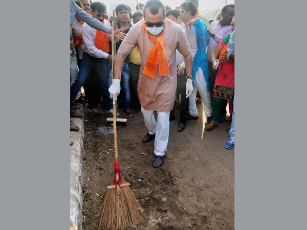 Actor and BJP MP Paresh Rawal sweeps a road
