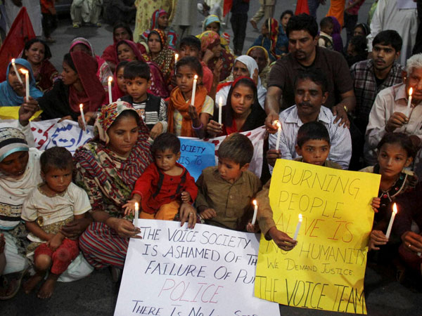 Pak Christians protest in Lahore