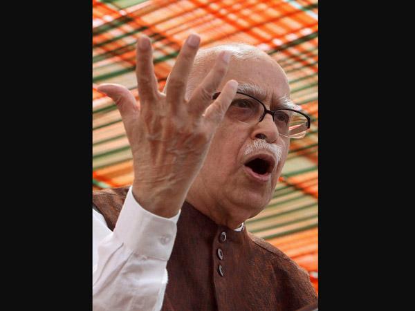 Modi conveys b'day greetings to Advani