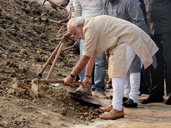 Modi nominates Akhilesh, Md Kaif