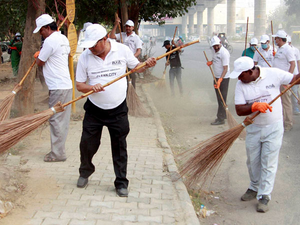 RWA members take part in clean city campaign