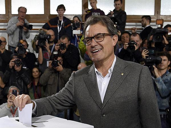 Catalonia vote: Over 2 million take part