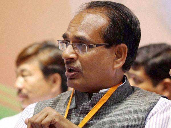 Shivraj Singh Chouhan's takes a dig at Suresh Prabhu on Twitter, tweet deleted promptly.