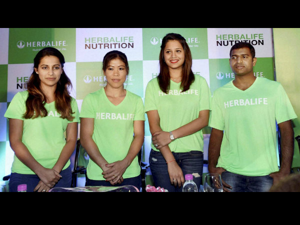 Mary Kom (second left), squash champion Dipika Pallikal (second right), pistol shooter Heena Sidhu (left) and paralympic high jumper H N Girish at an event in Kolkata on Tuesday.