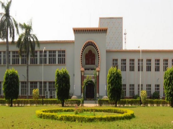 AMU students slam media for 'biased' reports on library row.
