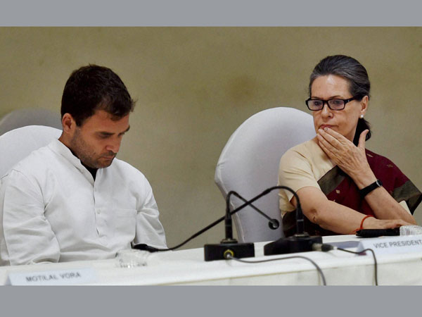 Sonia, Rahul to attend Deora funeral
