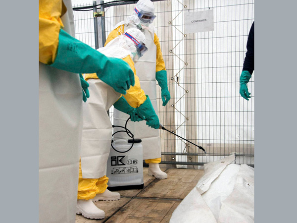Global Ebola toll rises to 5,689: WHO