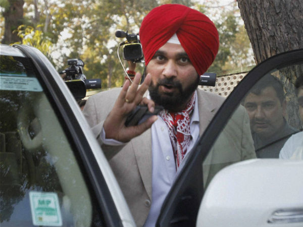 Sidhu at the centre of Akali Dal-BJP shadow boxing .