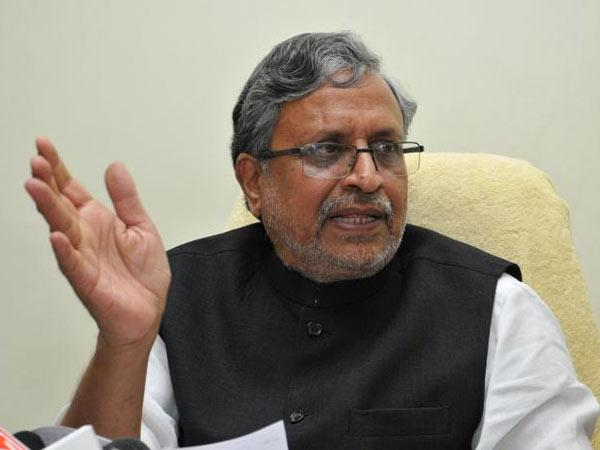 BJP slams JD(U) for 'misleading' people about fund reduction.