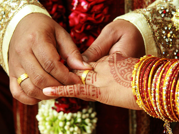 Guj diamond trader hosts mass wedding