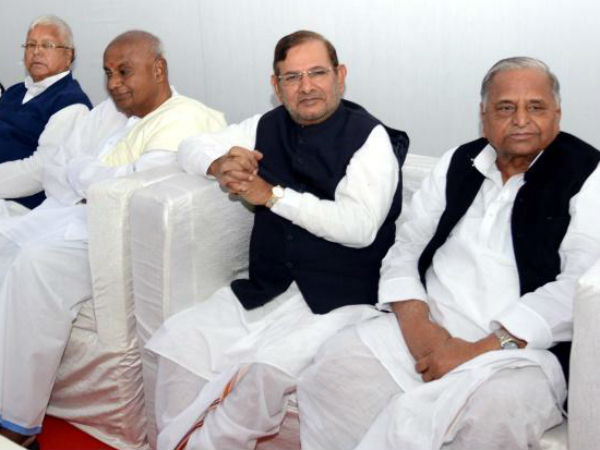 Janata Parivar, Left accuse BJP of fuelling conversion controversy