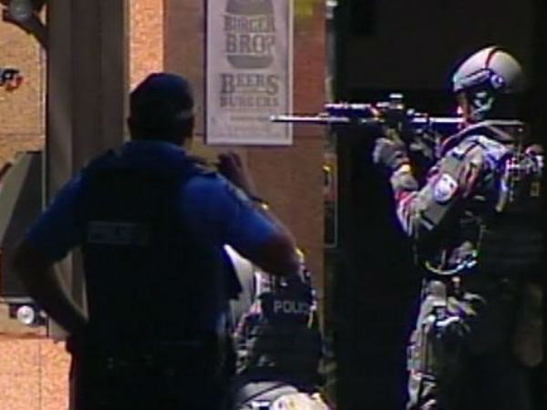 IS gunman holds hostages in Sydney cafe