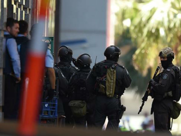 5 hostages escape Sydney cafe during standoff http://