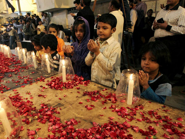 Pakistan mourns Peshawar terror attack