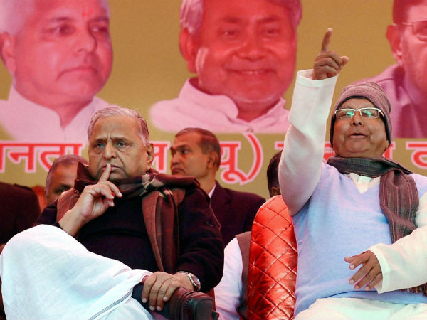Janata Parivar flexes muscle against Modi government, pinpoints failures
