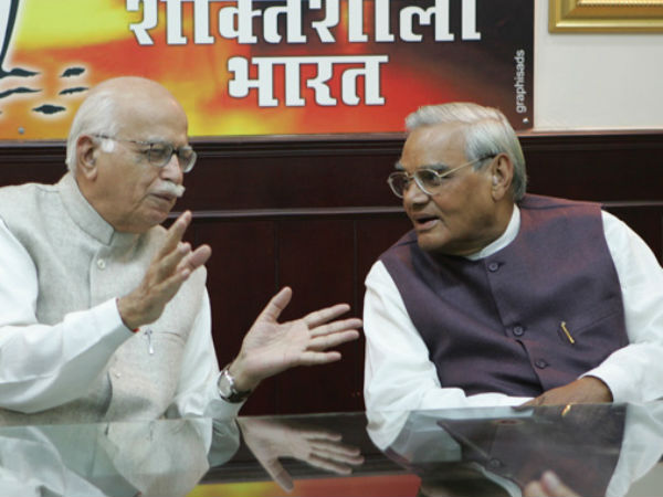 Emotional Advani hails Bharat Ratna for Atal Bihari Vajpayee