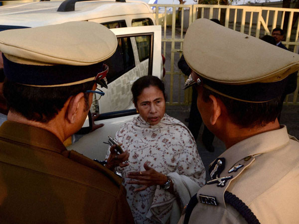 Mamata's silent visit to refugee shelter
