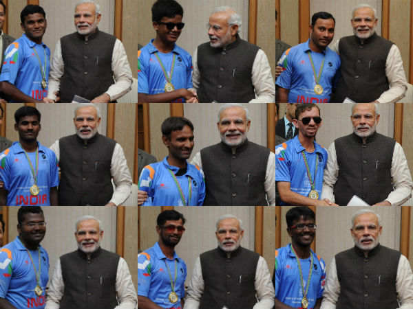 PM Modi with the players