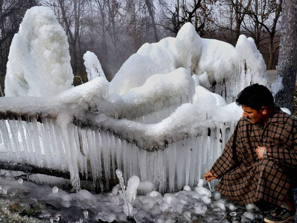 Srinagar shivers at minus 4.8