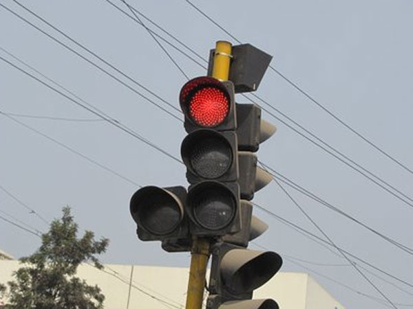 Delhi to be first Indian city to get smart traffic lights - Oneindia