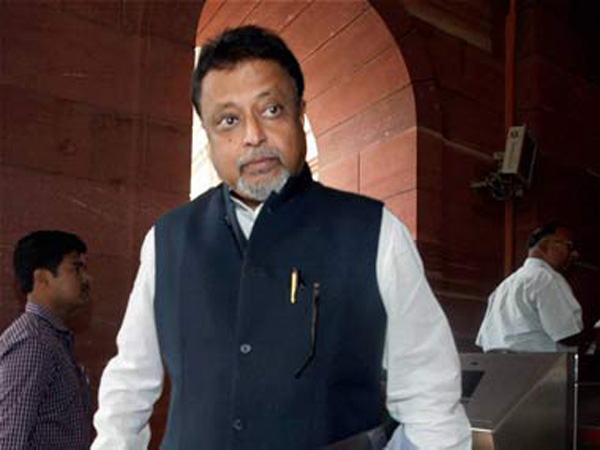 Is Mukul Roy cozying up to BJP?