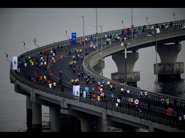 Participants run at Bandra-Worli sea link