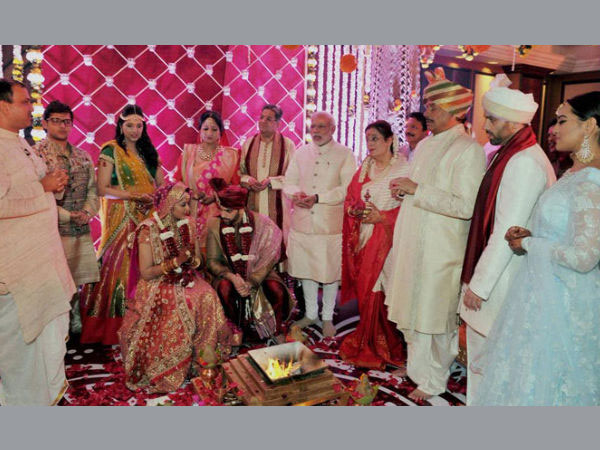 Modi attends Shatrughan Sinha's son's wedding