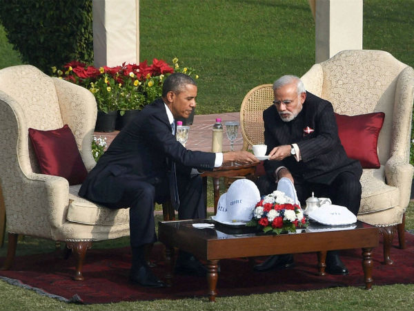 PM Modi serves tea to US President, Obama says Thank you for the 'chai pe charcha'.