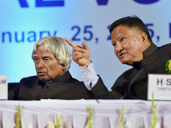Former President AJP Abdul Kalam with Chief Election Commissioner Hari Shankar Brahma during a function on the occasion of National Voter's Day in New Delhi on Sunday.