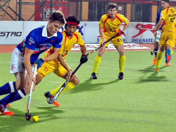Ranchi Rays and Dabang Mumbai Hockey players in action during their HIL match in Ranchi