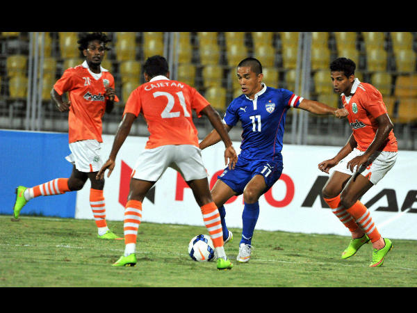 Sporting Club de Goa and Bengaluru FC players in action in the semi-finals