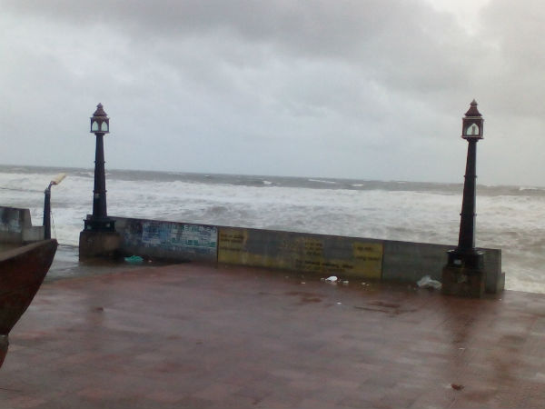 rough-sea-at-gopalipur-on-sea
