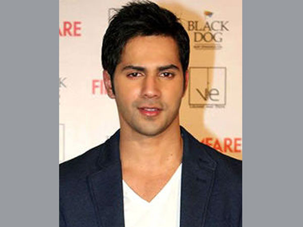 Varun Dhawan urges students to vote