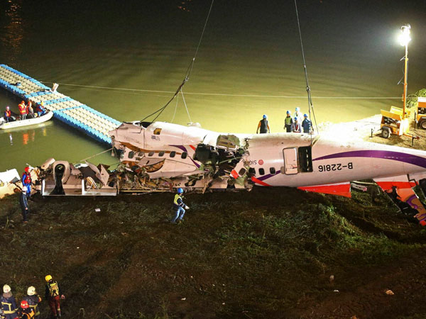 Toll in Taiwan plane crash rises to 31