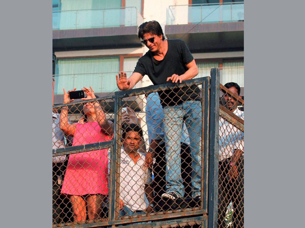 Shahrukh Khan at his bungalow Mannat