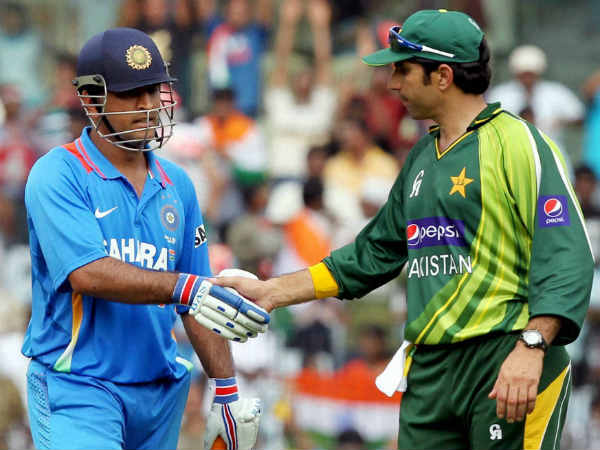 The captains for big game MS Dhoni (left) and Misbah-ul-Haq