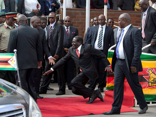 Video: When a 90-yr-old president fell