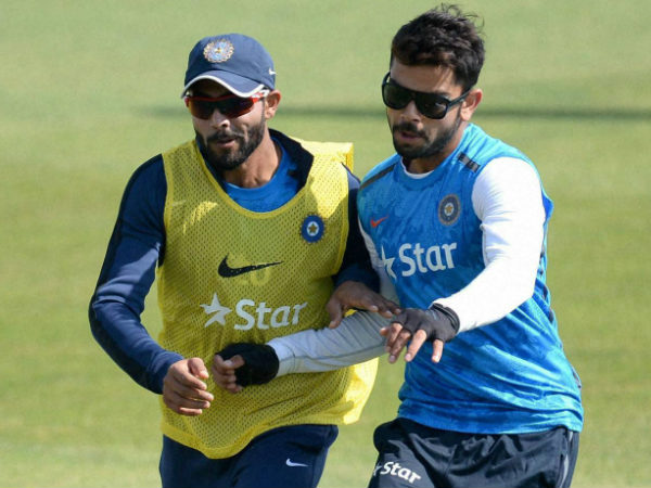 Kohli (right) returns to practice after a day's break