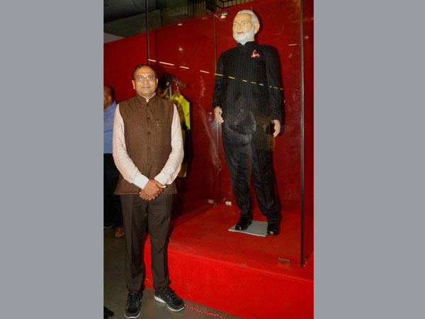 Modi's suit auctioned for Rs 4.31 crore