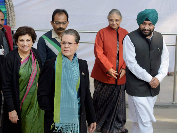 Delhi: Sonia Gandhi with other Congress leaders