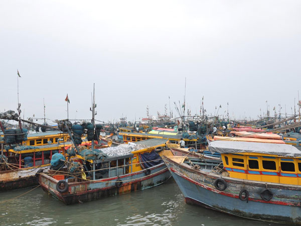 Two Pak nationals detained, 3 boats seized off Gujarat coast