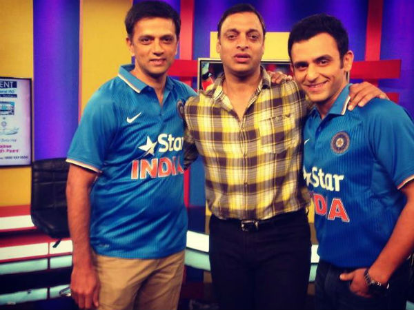 Jatin Sapru (right) with Rahul Dravid (left) and Shoaib Akhtar