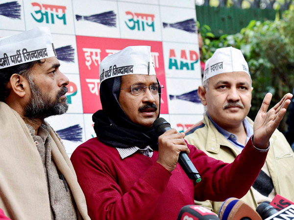 Kejriwal caught in new controversy