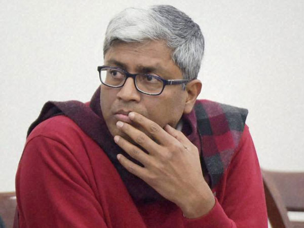 Yogendra spreading lies: Ashutosh