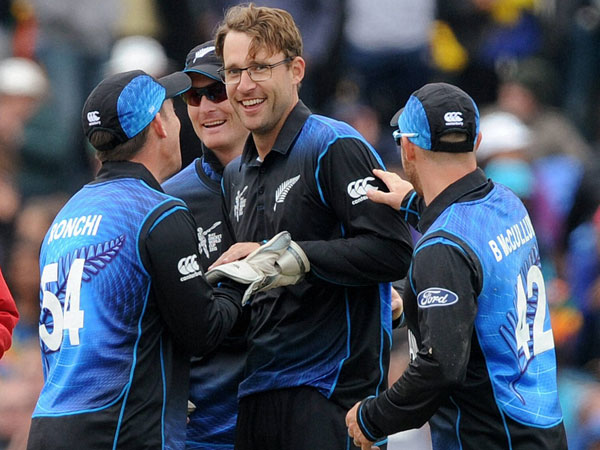 Vettori (centre) retires from International cricket