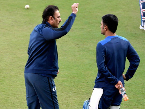 Shastri and Dhoni during a training session