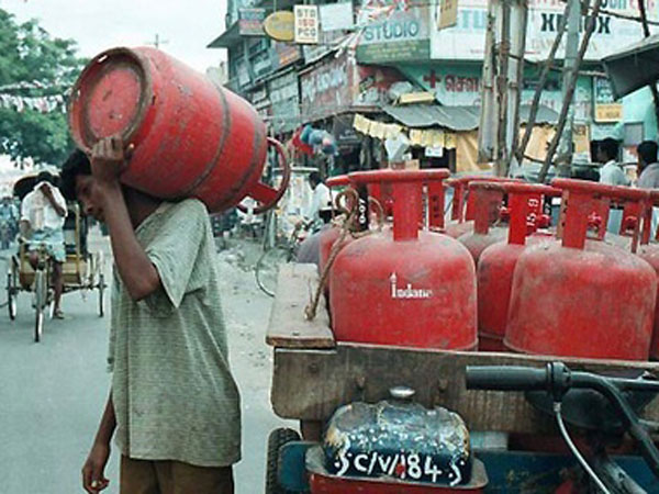 GST, cut in subsidy drive up LPG cylinder price