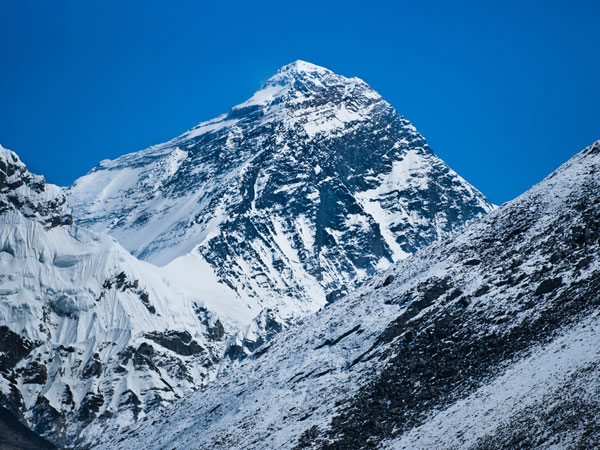 Indian Army to clean up Mt Everest trash